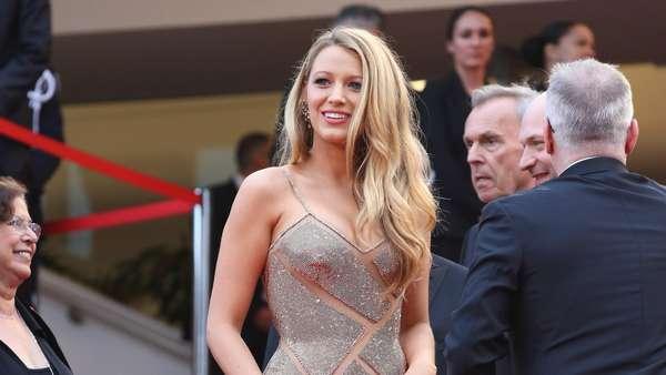 Hamil Muda, Blake Lively Memesona di Festival Film Cannes 2016