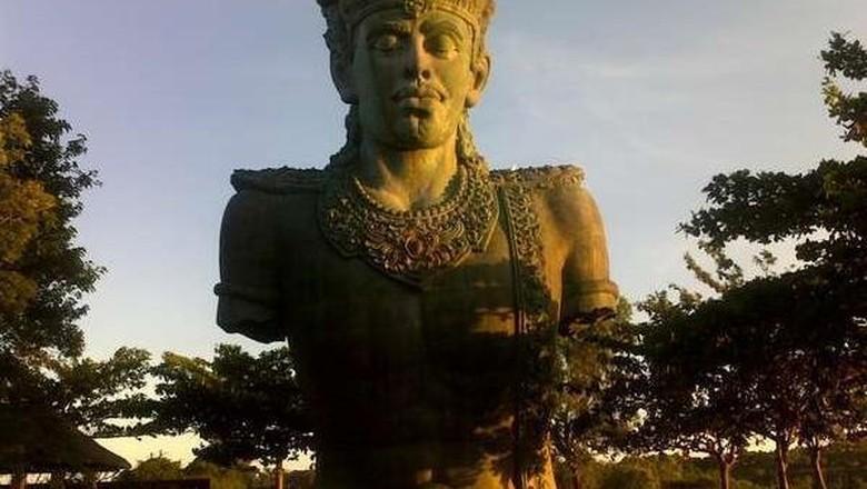 Patung Dewa Wisnu di Taman Budaya GWK Bali (Christ Slankers/dtraveler)