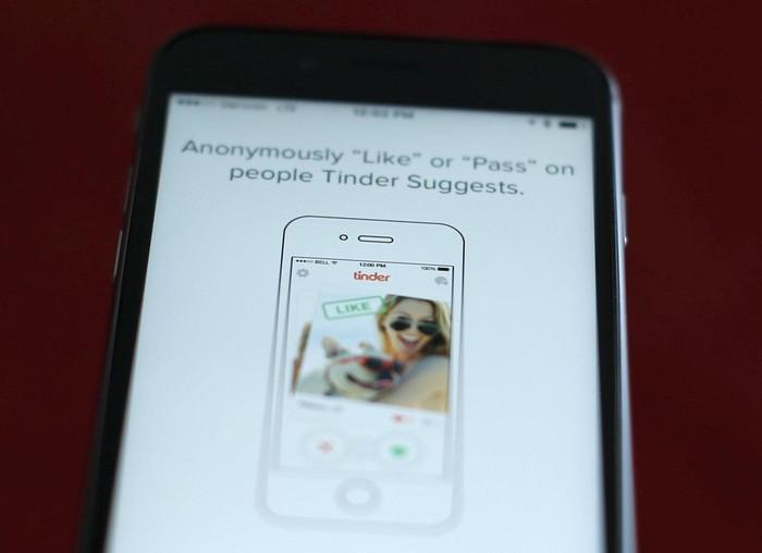 Ilustrasi Tinder. Foto: Reuters/Mike Blake