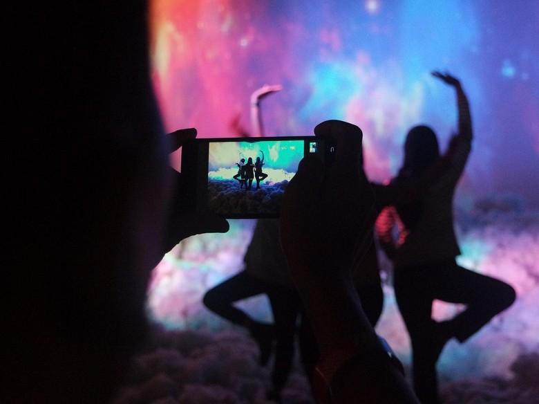 Instalasi Constellation Neverland 2.0 Pukau Pengunjung di Street Stage Bandung