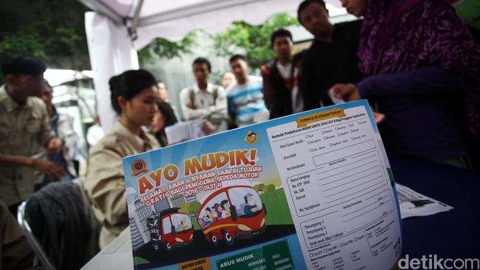 Kementerian Perhubungan kembali akan menggelar mudik gratis. Pendaftaran mudik gratis tersebut dibuka hari ini, Senin (16/5) di Pasar Kebayoran Lama, Jakarta.
