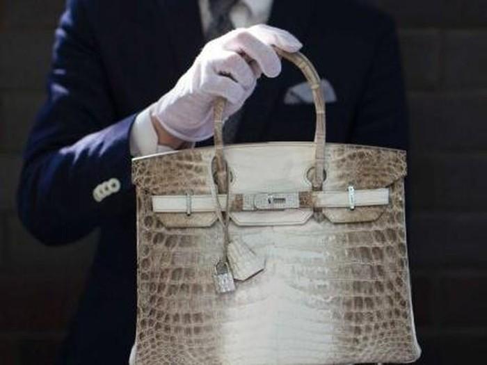 Tas Birkin keluaran Hermes memiliki 242 berlian dengan total 9,84 karat. (Foto: Reuters, Mario Anzuoni) (Credit: Reuters)