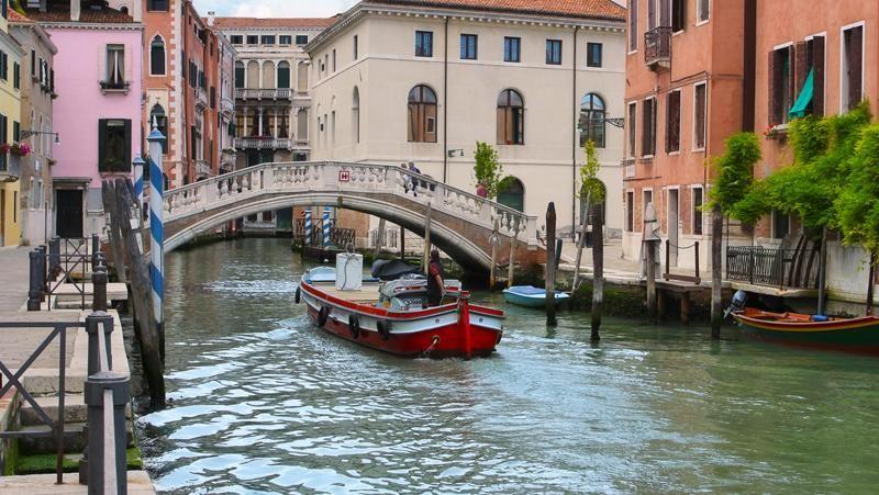 Inilah penampakan indah Kota Venesia sebelum diterjang banjir dahsyat pada Senin (29/10) kemarin. Venesia memang terkenal sebagai kota air dengan kanal-kanal dan gondola yang cantik. (Thinkstock)