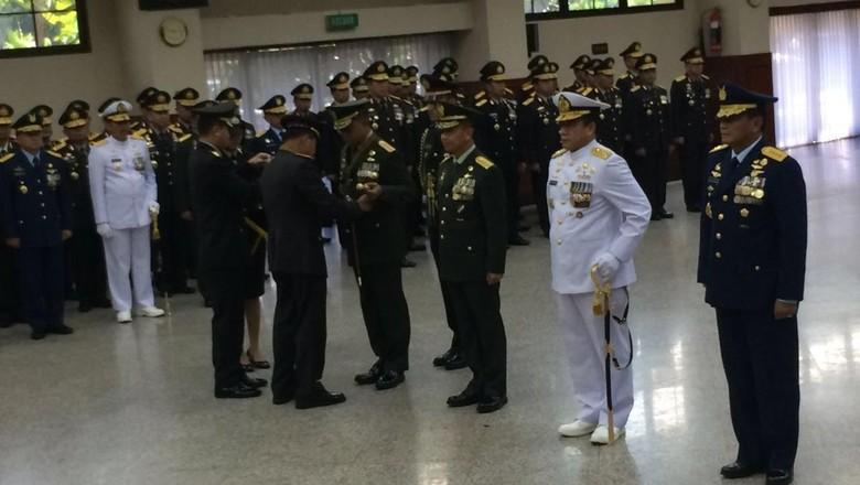 Dinilai Berjasa, Panglima dan Kepala Staf TNI Raih Penghargaan dari Kapolri