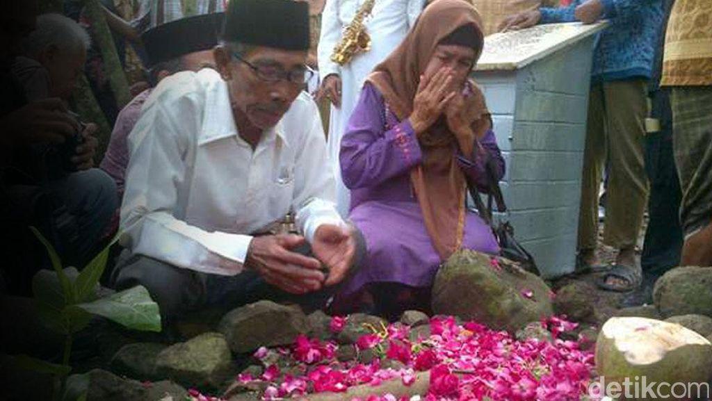 Serangan Saat Tahlil di Kuburan PKI