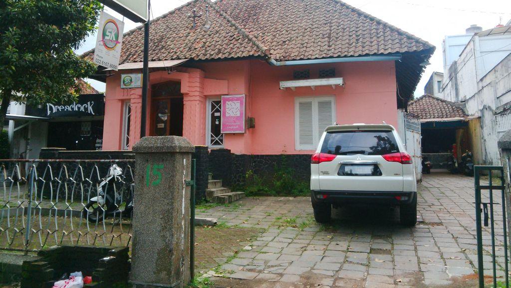 Ssstt...Ambulans Horor tidak Lagi Mangkal di Jalan Bahureksa Bandung