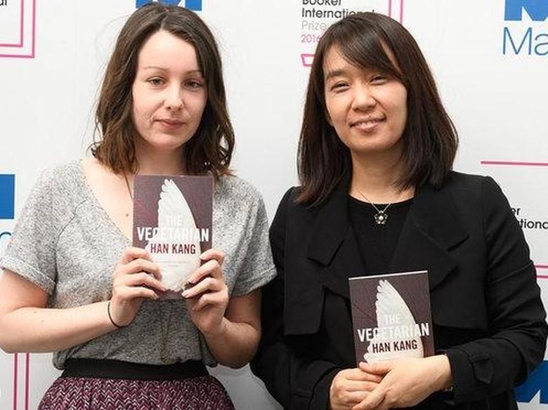 Novelis Han Kang sebelah kanan Foto: Guardian