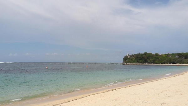 Salah satu yang seringkali ramai dikunjungi turis asing adalah Pantai Geger (Kurnia/detikTravel)