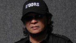 Anak Lelang Gitar Deddy Dores untuk Biaya Pengobatan Sang Bunda