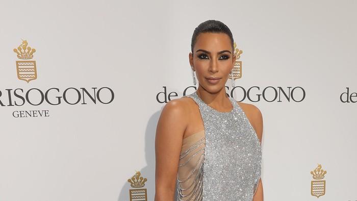 Kim Kardashian yang mulai rutin minum jus seledri. Foto: Getty Images