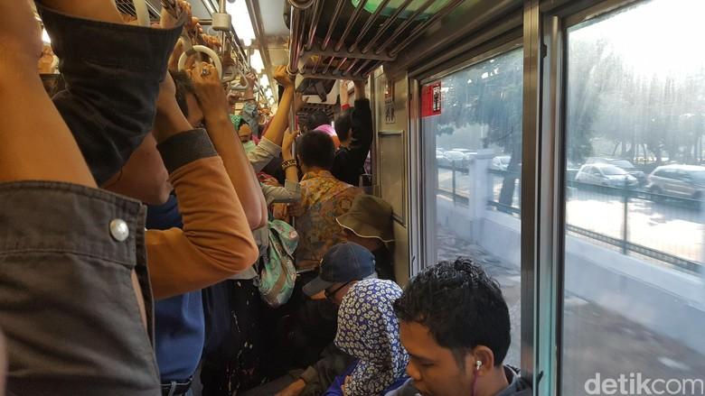Gangguan Sinyal Selesai Ditangani, Perjalanan KRL Masih Antre
