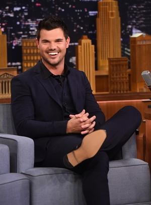 Fans Dihebohkan dengan Video Ciuman Taylor Lautner dengan Billie Lourd