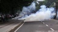 Gas Air Mata Meledak di Sekitar MK Saat Diletakkan di Aspal