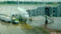 Dampak Angin Barat Bisa Ganggu Penerbangan di Jawa dan Sumatera