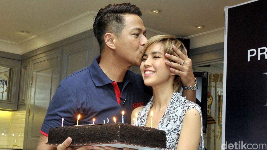 Sejak Setahun Menikah, Ada Sikap Delon yang Buat Yeslin Wang Tak Nyaman