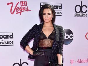 Demi Lovato Olahraga Empat Jam Sehari, Amankah?