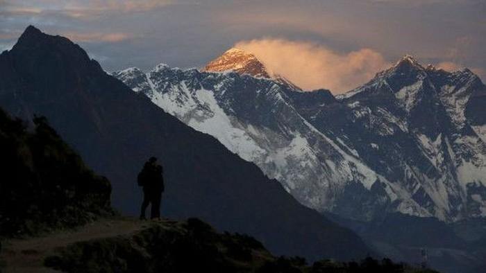 Puluhan pendaki sakit di puncak Gunung Everest