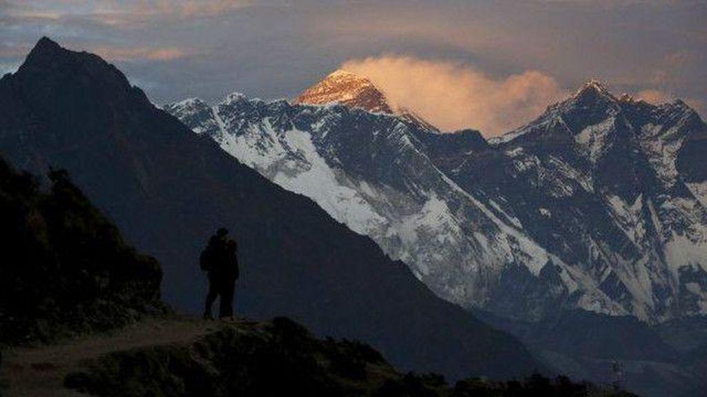 Tinggi Gunung Everest Diukur Lagi, Iseng Amat...