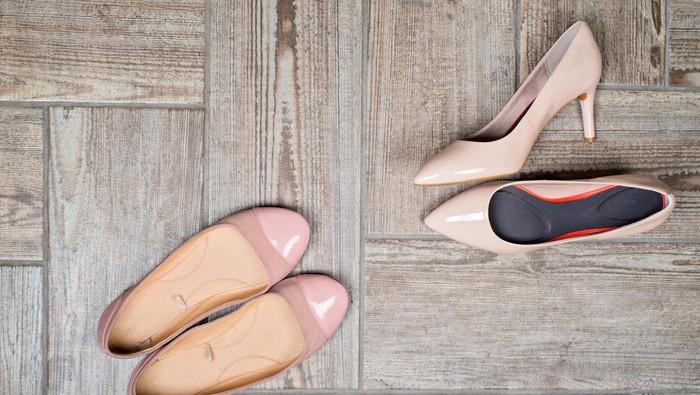 Hati-hati, memakai sepatu dengan ukuran tidak sesuai bisa berdampak bagi kesehatan kaki. Foto: thinkstock