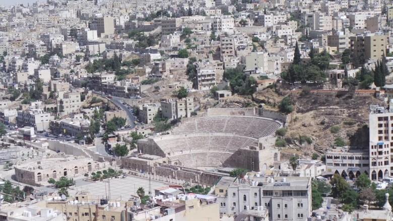 Suasana peninggalan sejarah kota kuno di Amman