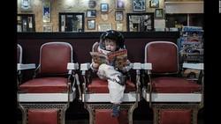 Apa yang dianggap remeh bagi orang dewasa bisa saja terasa ajaib bagi anak-anak. Aaron Sheldon dan anaknya, Harrison, mencoba mengabadikan momen ajaib tersebut.
