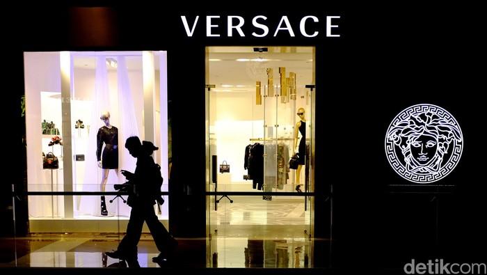 Butik Versace. Foto: Ari Saputra