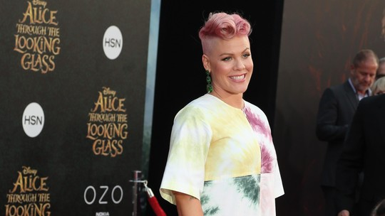 Gaya Pink dengan Dress Tie-Dye, Love It or Leave It?