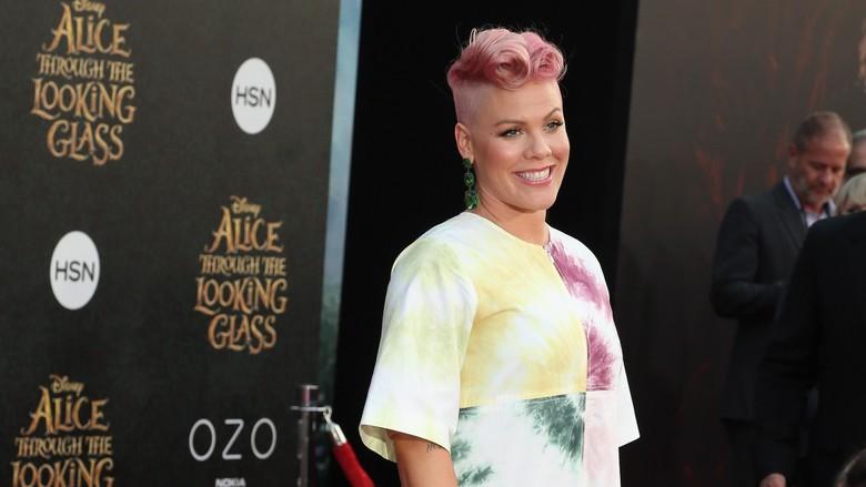 So Sweet! Tak Menang Grammy, Pink Dapat Piala dari Suami di Rumah/ Foto: Frederick M. Brown/Getty Images