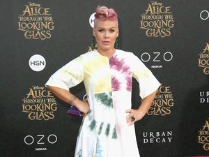 Gaya Pink dengan Dress Tie-Dye, <i>Love It or Leave It</i>?