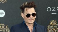 Ia tampil dengan gaya rambut yang berantakan. Frederick M. Brown/Getty Images/detikFoto.