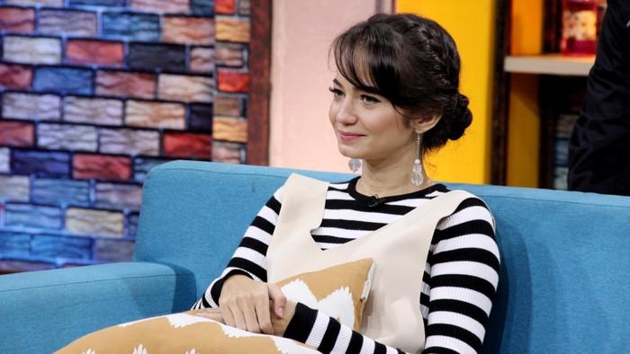 Enzy Storia saat ditemui di Studio Trans TV
