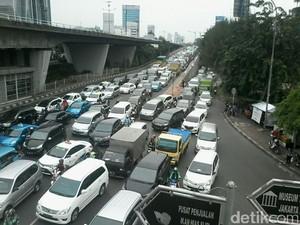 Perbandingan Jumlah Mobil dan Penduduk Indonesia, 1 Mobil untuk 70 Orang