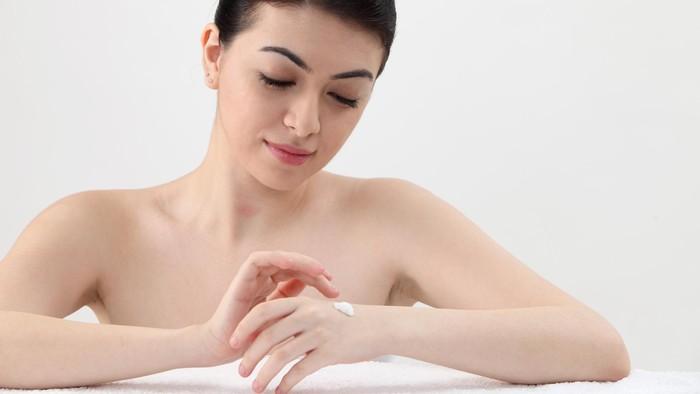 Pilih body lotion yang sesuai untuk kulit kamu. (Foto: Thinkstock)