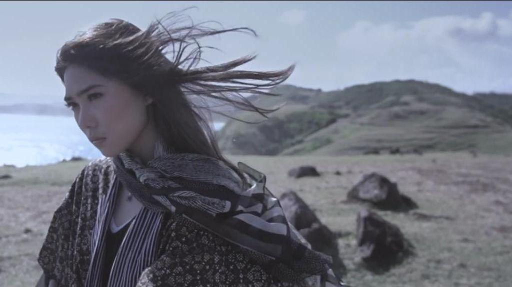 Indahnya Isyana dan Alam Indonesia di Video Klip Mimpi