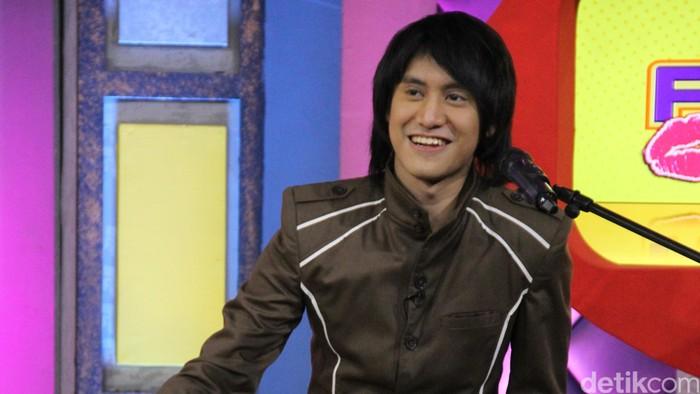 Kevin Aprilio di acara Rumpi: No Secret di Gedung Trans TV, Tendean, Jakarta Selatan.