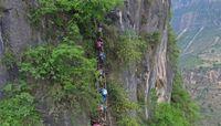 Dulu Begitu Mengerikan, Desa di Balik Tebing Itu Kini Masyhur