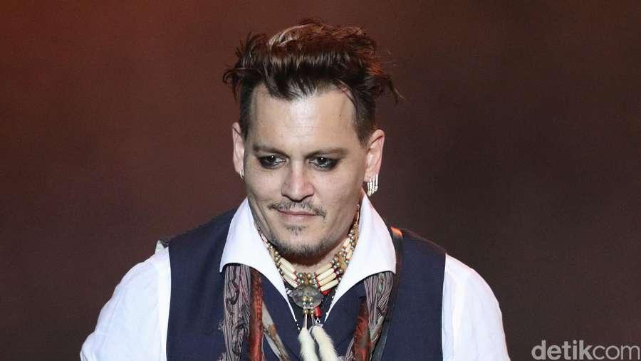 Digugat Cerai, Johnny Depp Tetap Asyik Manggung di Jerman