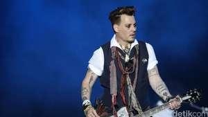 Tampil dengan Johnny Depp, Amber Heard Cantik Bergaun Hitam