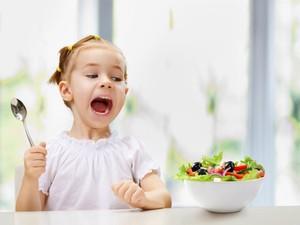 Buah Segar Sebaiknya Diberikan pada Anak Saat Sarapan atau Makan Siang?