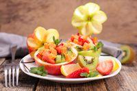 Salad sayur dan buah jadi salah makanan rendah kalori.