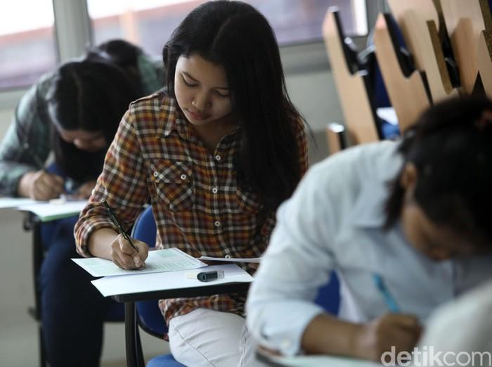 Ujian SMBPTN di Universitas Indonesia  Sejumlah calon mahasiswa mengikuti tes tertulis pada Seleksi Masuk Bersama Perguruan Tinggi Negeri (SMBPTN) di Fakultas Psikologi Universitas Indonesia, Selasa (31/05/2016). SMBPTN secara nasional dilakukan secara serentak di seluruh Indonesia diikuti 721.314 calon mahasiswa memperebutkan 99.223 kursi di 78 Perguruan Tingi Negeri. Grandyos Zafna/detikcom
