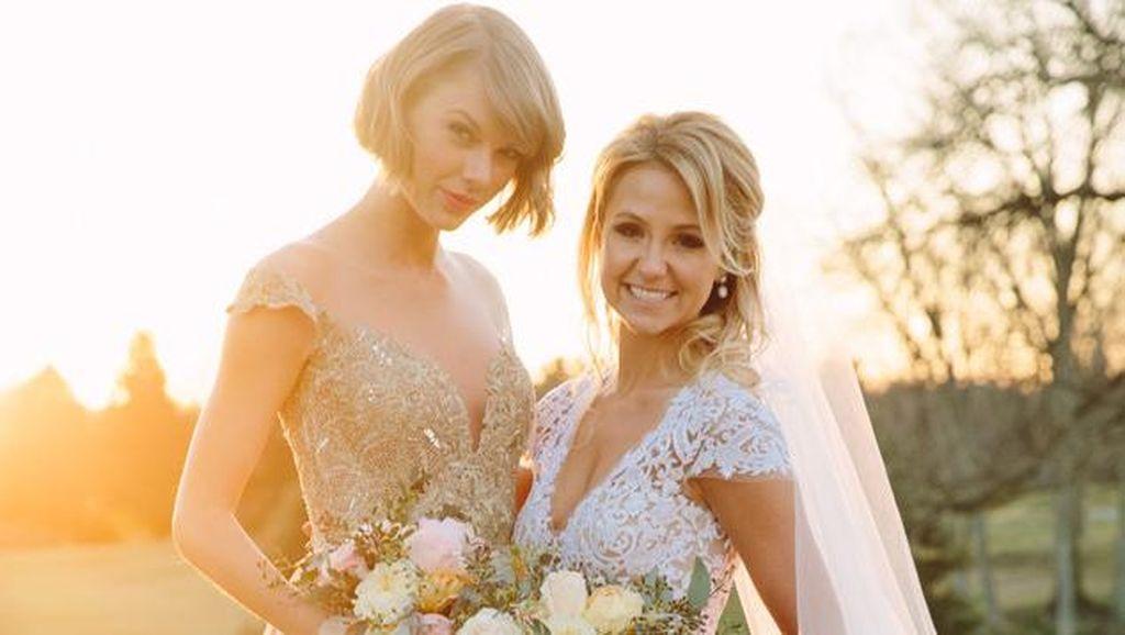 6 Inspirasi Baju Bridesmaid, Elegan dengan Bahan Satin