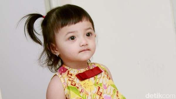 Aww, Putri Anang dan Ashanty Cute Banget dengan Dress Batik