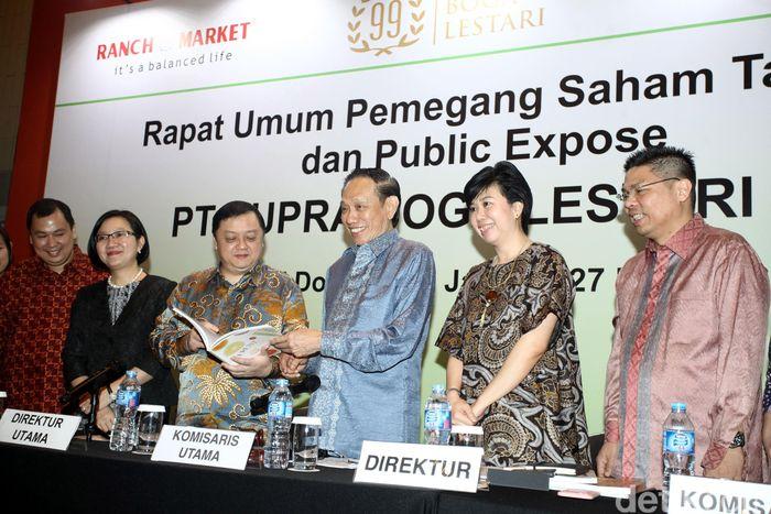 Direktur Utama PT Supra Boga Lestari Tbk (RANC) Meshvara Kanjaya, Komisaris Utama Kentjana Widjaja dan beberapa direksi menghadiri RUPST.