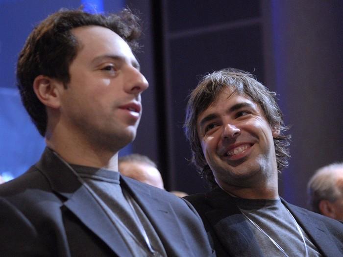 Bukannya terkesima atau takjub saat melakukan test drive pada mobil listrik Tesla, dua pendiri Google yakni Larry Page dan Sergey Brin malah dibuat kecewa. Apa sebabnya?