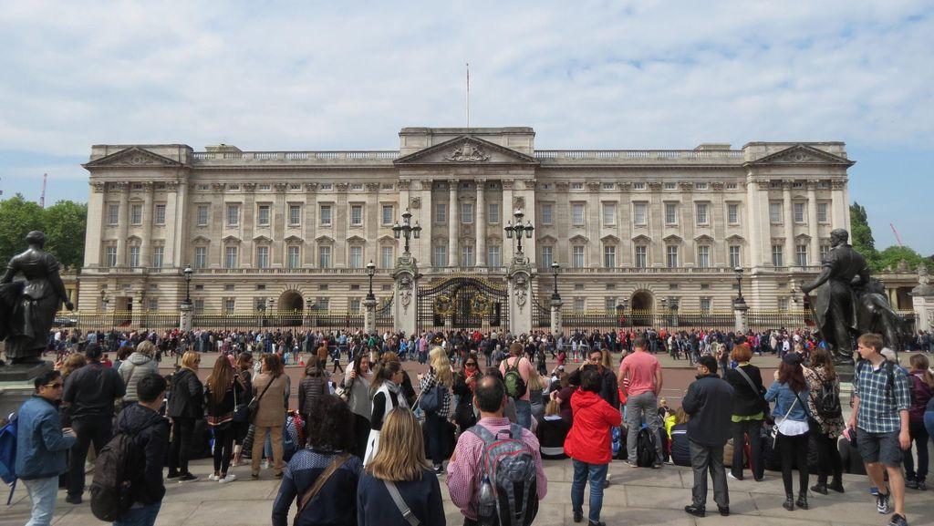 Bawa Senjata Kejut Listrik ke Buckingham, Pria Belanda Ditangkap