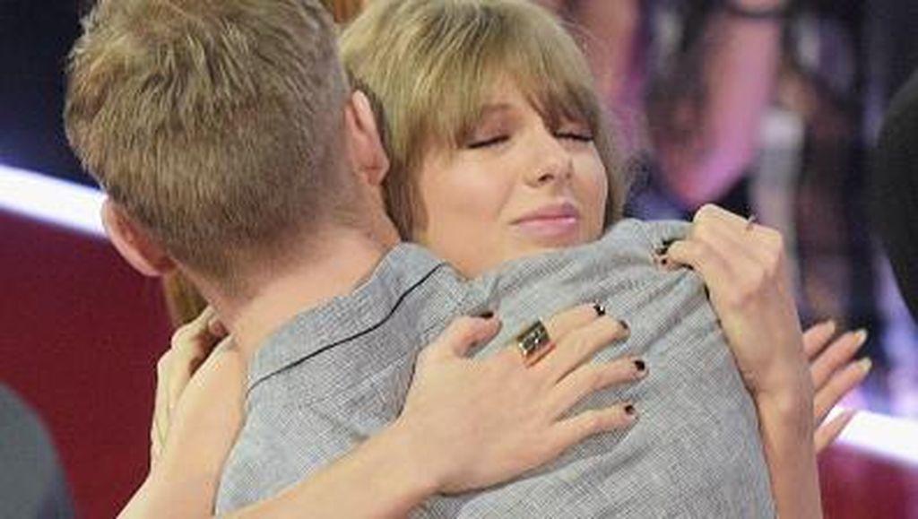 Putus Setelah 15 Bulan Pacaran, Ini Momen Mesra Taylor Swift & Calvin Harris