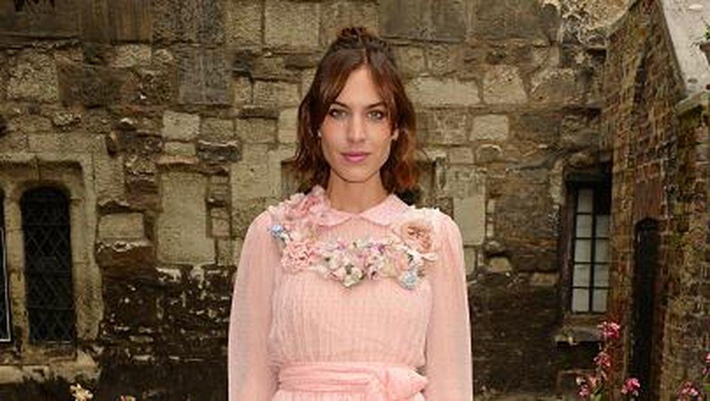 Foto: Gaya Fashionista Hadiri Fashion Show Gucci di Gereja London