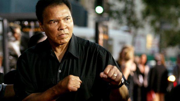Mendiang Muhammad Ali petinju terbaik sepanjang masa di kelas berat. (