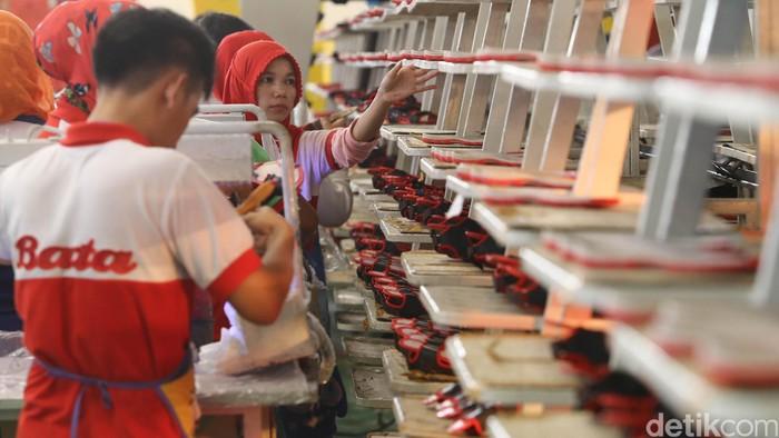 Produsen alas kaki PT Sepatu Bata Tbk (BATA) mulai gencar untuk menjual produknya melalui e-commerce. Tahun ini perusahaan alas kaki tersebut menargetkan memproduksi 4,5 juta pasang alas kaki.